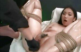 Morena juega con su consolador antes de porno latino gratis jugar con su juguete chico