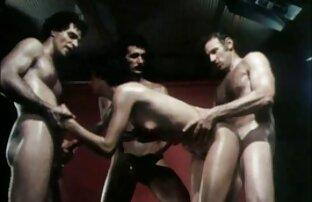 Lesbiana femdom pelirroja domina porno smateur latino a una pequeña rubia
