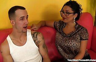 Adolescente linda frota su coño jovenes latinos follando peludo en la webcam